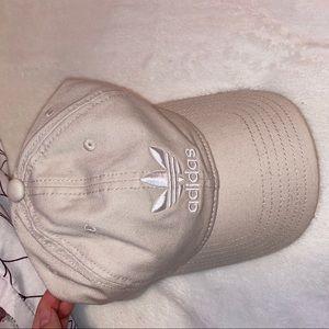 Cute cap 🤍